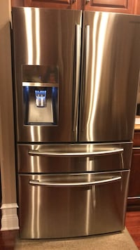 samsung fridge almost new in a great condition 31 km