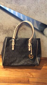 Michael Kors- originally cost $350 almost like new awesome condition Islandia, 11749
