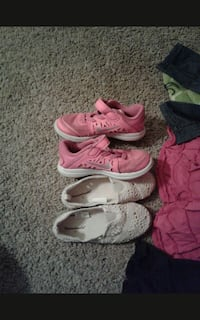 Nike's and sandles$15, all clothes and blanky $15 Akron, 44301