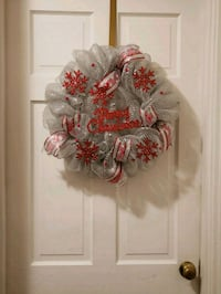 white and red floral wreath 452 mi