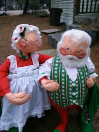 Vintage Santa and his wife Browns Mills, 08015