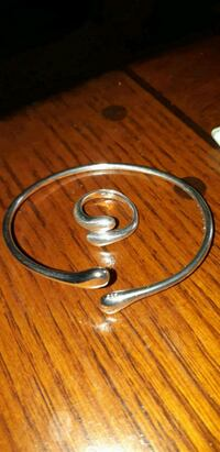 silver. 925 both ring size 7. .new ne.....ed cable St. Catharines, L2M 4G1