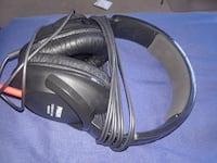 Philips Closed Back Stereo Headphones