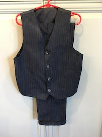 Boys 2 piece suit Sz 7 Crystal Lake