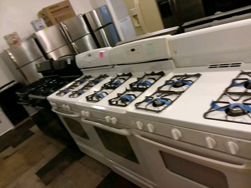 gas stoves excellent condition 4months warranty ( (Phone number hidden by letgo)  dab598ac-d59b-40a5-bb1e-094c6acb0914