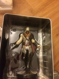 Assassin's creed ii collectors character with collectors handbook Ottawa