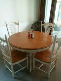 Round table and chairs with leaf Lakewood, 98499