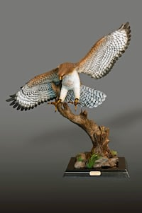 Red Tailed Hawk Figurine | Red Tailed Hawk Statue | Barry Stein LOSANGELES