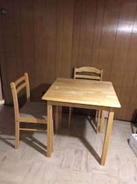 table et 2 chaises Montreal, H8Y 1Z3