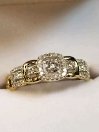 gold ring with clean diamonds...size 7