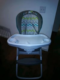 baby's white and gray highchair 2279 mi