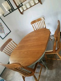 Table w/ leaf and 4 chairs Frederica, 19946