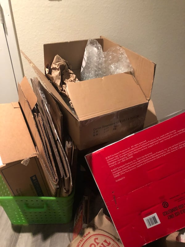 Free boxes/packing paper 1