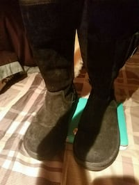 pair of brown suede knee-high boots 41 km
