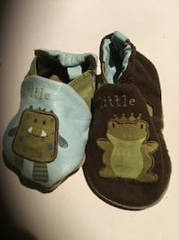 Robeez reversible baby shoes size 0-6 months Toronto, M5R 1V3