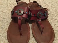 Woman's size 9 sandals.. Longs, 29568