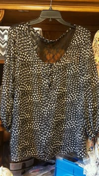 Woman's top size in pic Pleasant View, 37146