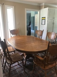 Solid wood table with leaf and 6 chairs Lafayette, 70501
