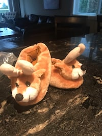 Brand new never worn Reindeer slippers size S (11/12) for youth girl/boy  3730 km