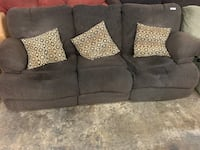 Dark brown recliner couch Knoxville, 37932