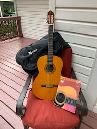 Yamaha C40 Acoustic Guitar W/ Case & Learning book Silver Spring, 20904
