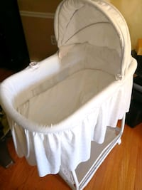baby's white bassinet Silver Spring, 20903