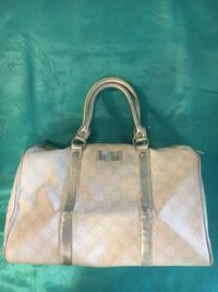 Gucci leather with logo hand bag. White and silver Vaughan, L4J 0G8