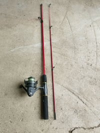 Fishing rod and reel combo - red Shedden, N0L 2E0