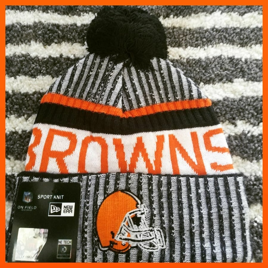 AUTHENTIC NFL FOOTBALL WINTER BEANIE HAT. b73fb410-a9f5-40af-b86e-174715edacee