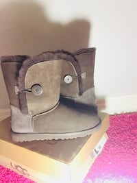 Ugg boots size 10 Mississauga, L4W 3S6