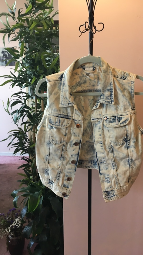 Denim vest h and m size 10 acid wash