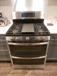 GE double oven gas stove  2 years old. Bluffton, 29910