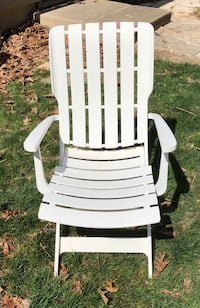 Cool Used Clean White Grosfillex Boutique One Piece Heavy Plastic Molded Folding Lawn Chair For Sale In Barrington Letgo Ibusinesslaw Wood Chair Design Ideas Ibusinesslaworg