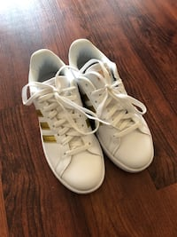 Women's Adidas sneakers never used size 7 Alexandria, 22303