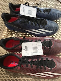 pair of black-and-gray Nike running shoes Rock Island, 61201