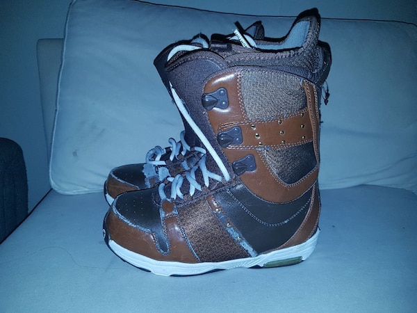 pair of brown-and-black leather snow boots