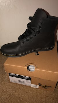 unpaired black Timberland leather work boot with box Columbia, 21045