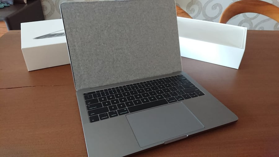 APPLE MACBOOK PRO 1daa4ccf-5732-4617-80f3-3789668564f4