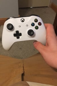 Xbox one controller  Whitby, L1N 6M9