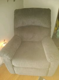 electric recliner almost new