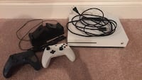 XBOX One S with 2 Controllers & Charging Station Woodbridge, 22193