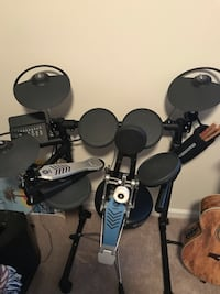 Yamaha DTX450 electronic drum kit with stool Washington, 20024