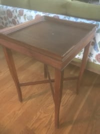 Antique end table  2398 mi