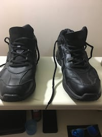 pair of black Nike basketball shoes Frederick, 21701