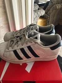 Runners adidas size 3.5 youth superstars Vaughan, L4L