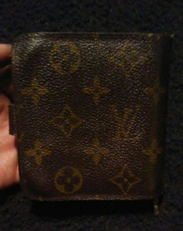 Authentic Louis Vuitton wallet  4f1af131-57ff-4bd3-89ab-9cb276abf273