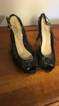Women's black and white guess peep toe sling back pumps Flagstaff, 86005