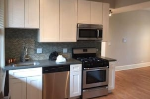 $1750 - Updated Logan Square 2 Bed 1 Bath w/ In-unit Laundry