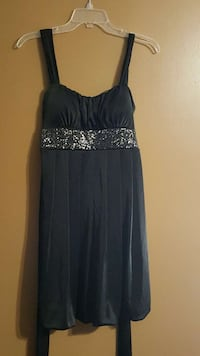 2 cute Dresses After 5 or Ball Jacksonville, 28546
