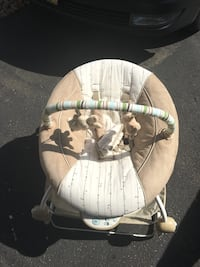 Baby's brown and white bouncer  Anoka, 55303